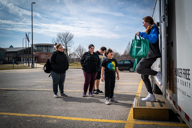 DMARC, Food Bank Provide for DMPS Families