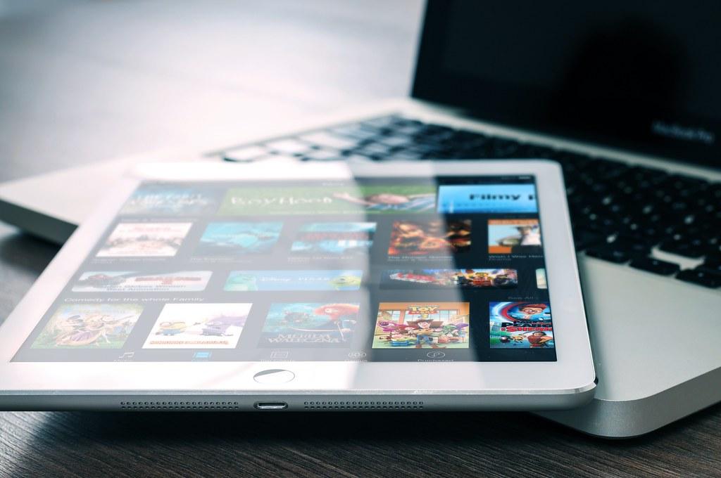 app-entertainment-ipad-mockup-265685