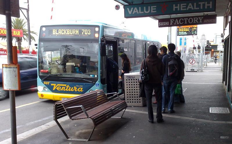 Kneeling bus at Bentleigh, March 2010