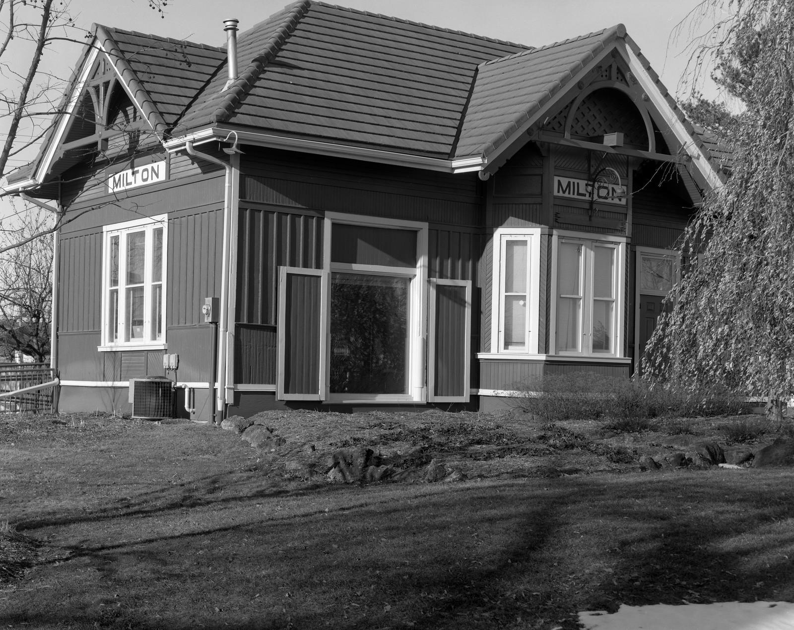 HomeTown - 11 - The Railroad