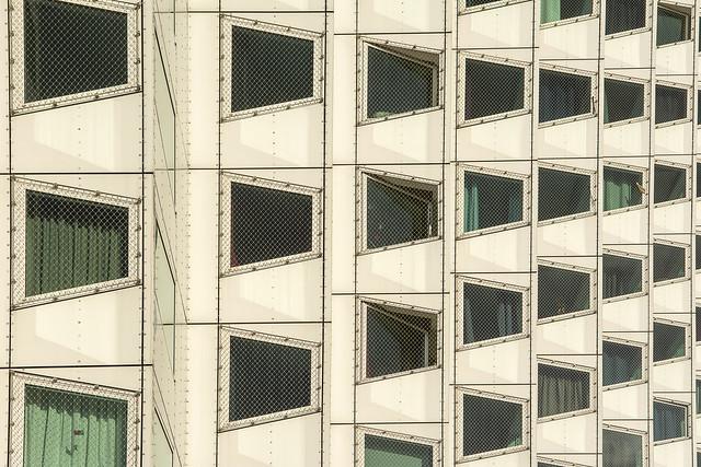 33 windows