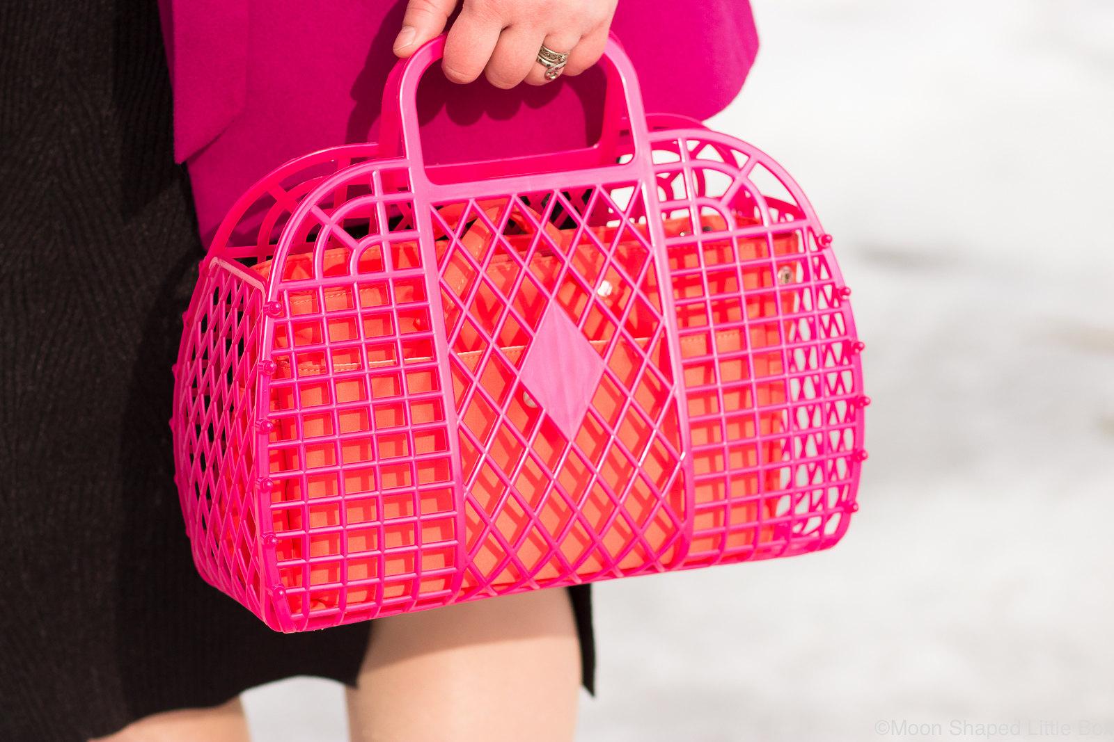 Pinkki-korilaukku-asussa