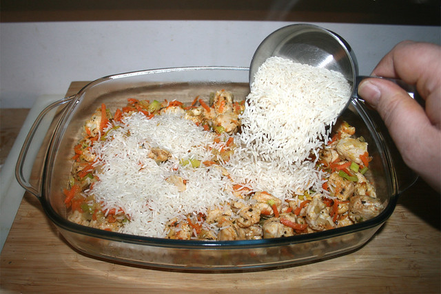 25 - Trockenen Basmatireis einstreuen / Add dry basmati rice