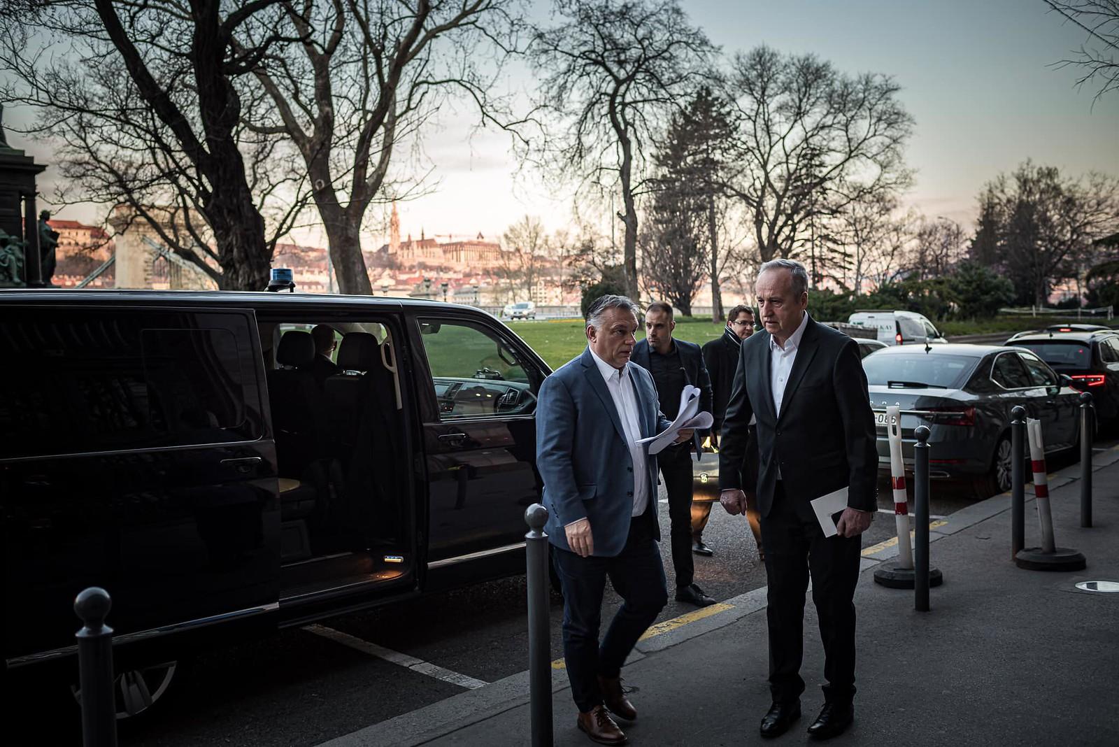 Gazdasági mentőcsomagot jelentett be Orbán Viktor