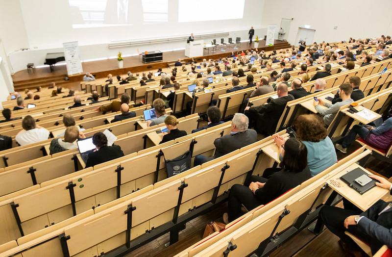Vorträge und Programm