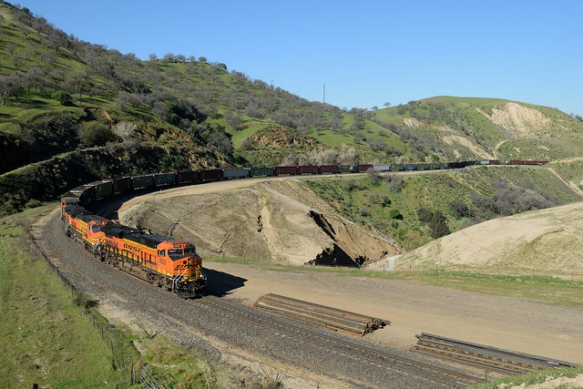 BNSF 4225 East at Cliff