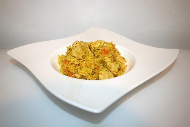 34 - Chicken rice casserole - Side view / Hähnchen-Reis-Auflauf - Seitenansicht