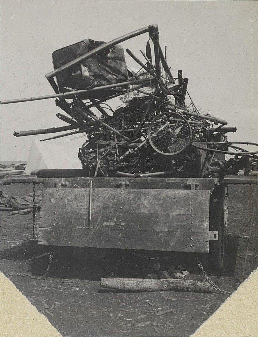 23. 1916. Остатки самолёта на платформе автомобиля. Сентябрь