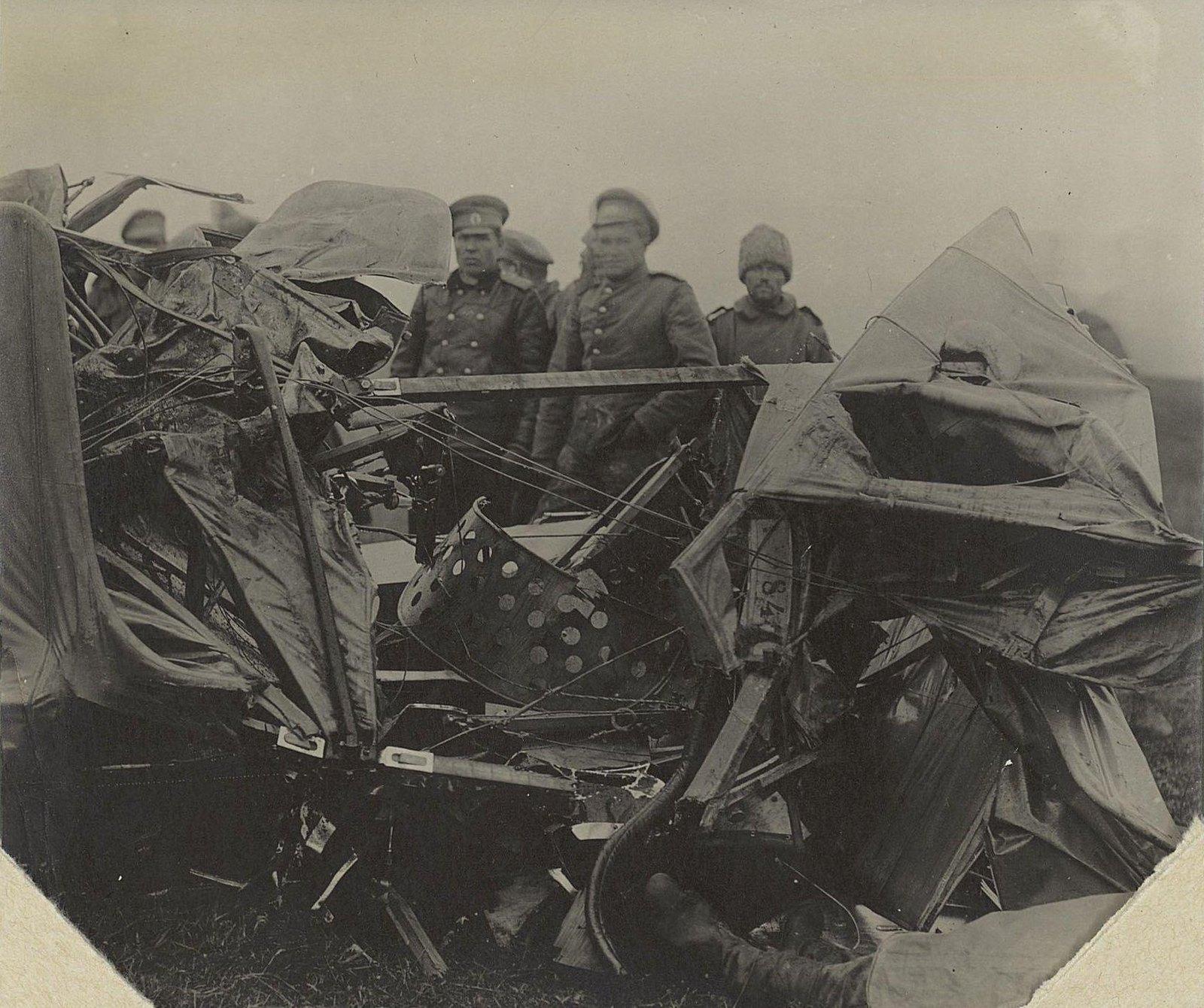 18. 1916. Лётчик Исполатов и моторист Вавилов, разбившиеся близ Вишневуса. 17 сентября