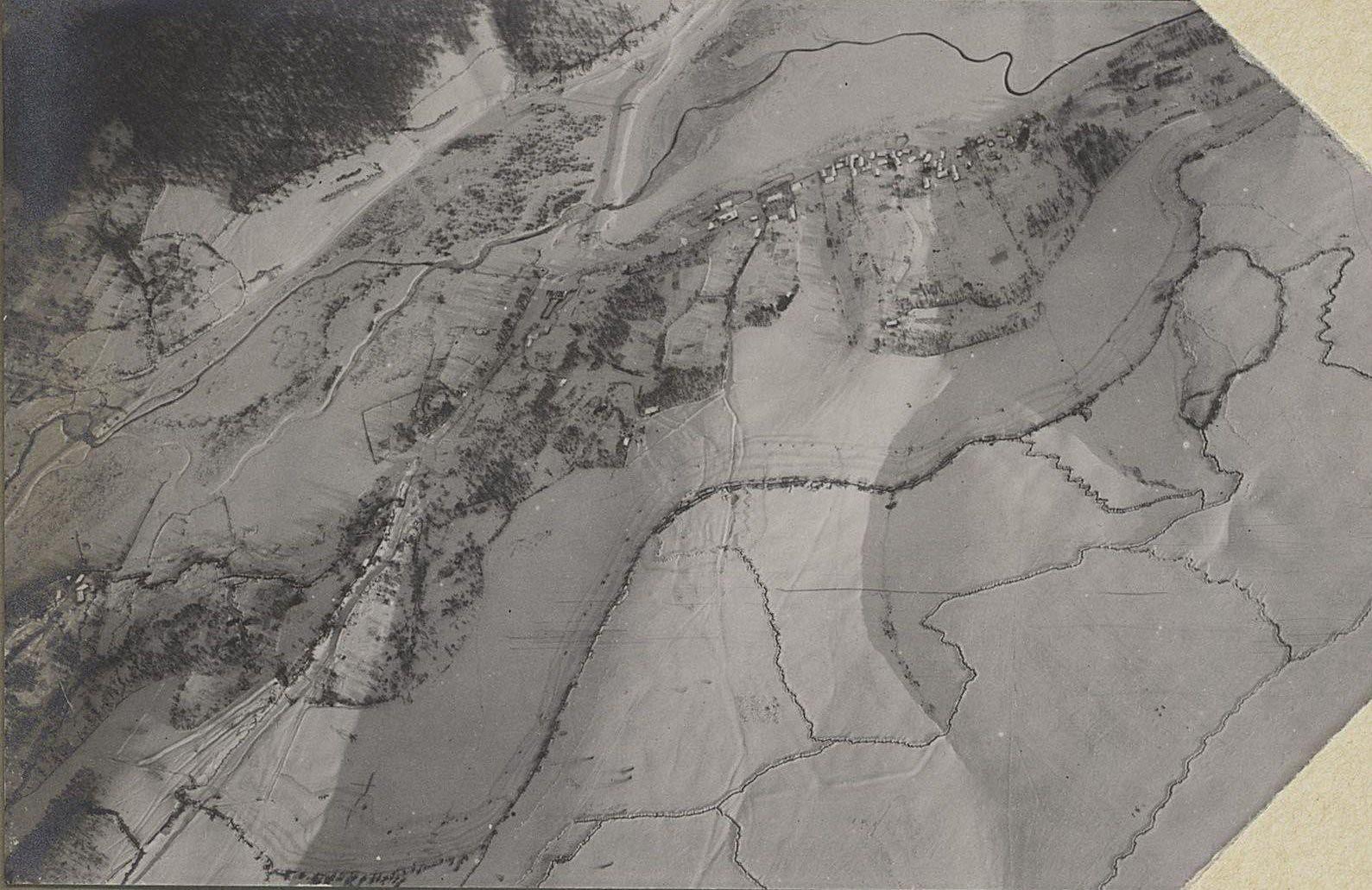 11. Австрийские окопы у старого Таража. Снято с аэроплана зимой