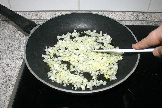 15 - Zwiebel andünsten / Braise onion