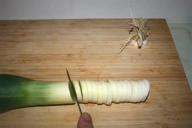 03 - Lauch in Ringe schneiden / Cut leek in rings