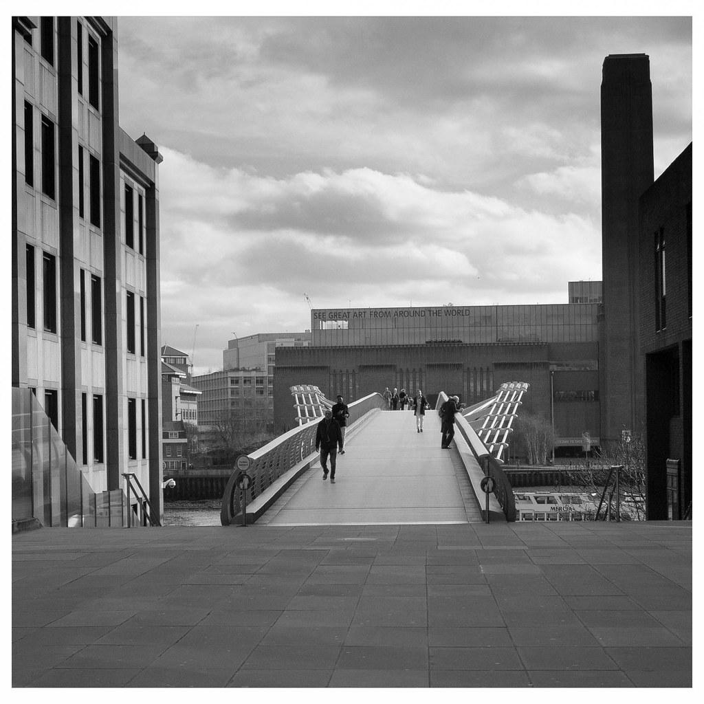 Millennium Bridge_empty.jpg