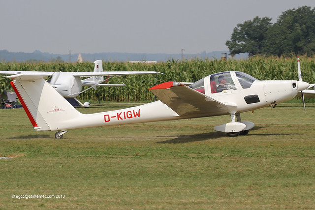 D-KIGW - 1991 build Grob G109B, arriving at Tannheim during Tannkosh 2013