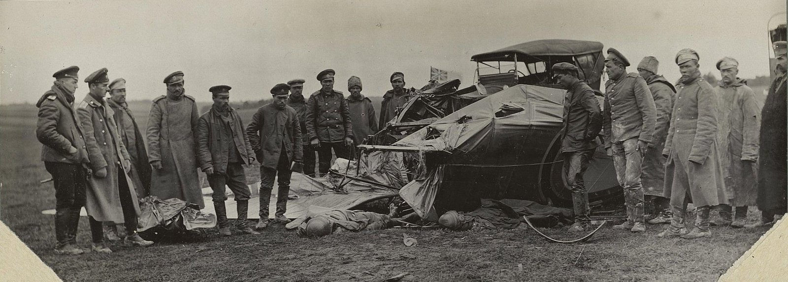 21. 1916.  Лётчик Исполатов и моторист Вавилов, разбившиеся близ Вишневуса. 17 сентября