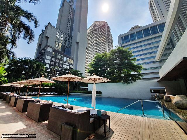 como metropolitan hotel bangkok swimming pool