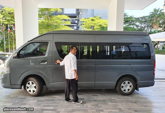 como metropolitan hotel bangkok shuttle van