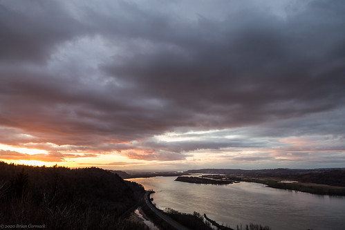 sunset columbiariver columbiarivergorge vistahouse oregon