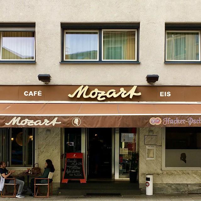 CAFÉ Mozart EIS