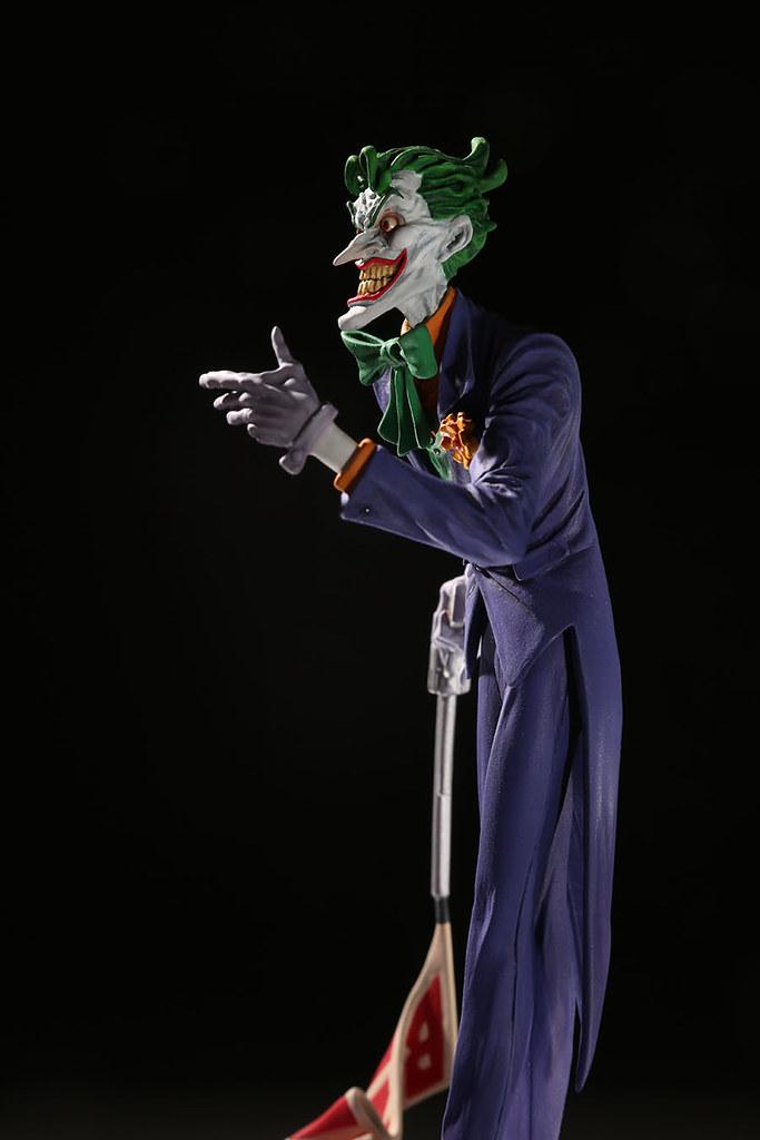 削瘦、詭異的面容散發出強烈的駭人氣息! DC Direct 犯罪王子小丑系列【小丑 (The Joker) by Jim Lee】1/10 比例全身雕像