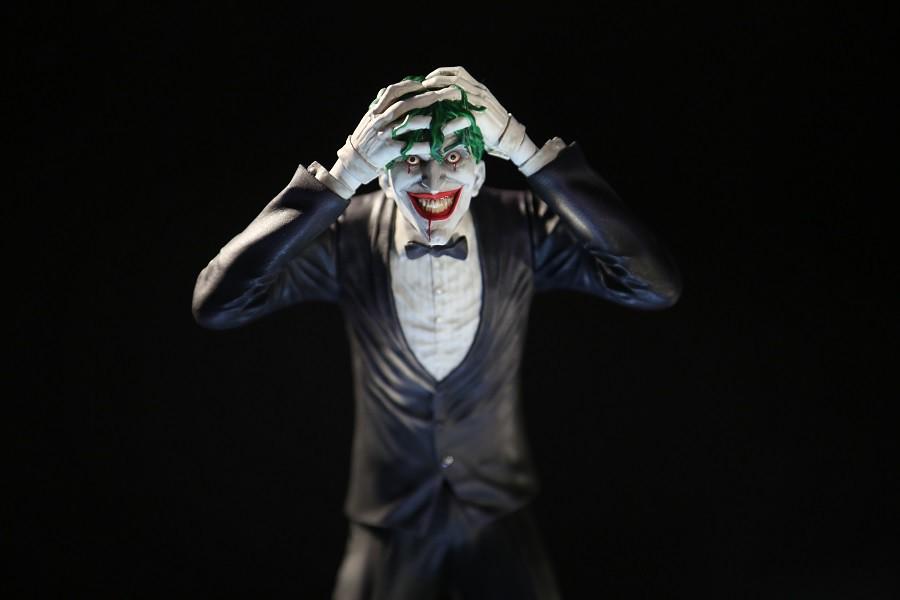 收錄各種面貌犯罪王子的新系列始動! DC Direct 犯罪王子小丑系列【小丑 (The Joker) by Brian Bolland】1/10 比例全身雕像