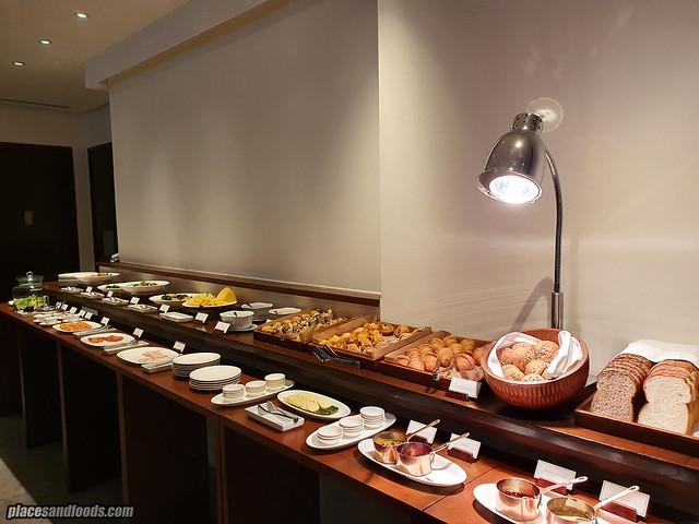 como metropolitan hotel bangkok breakfast ala carte