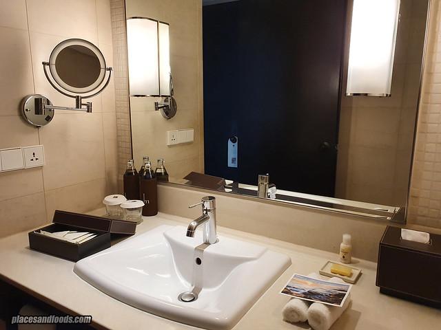 como metropolitan hotel bangkok bathroom