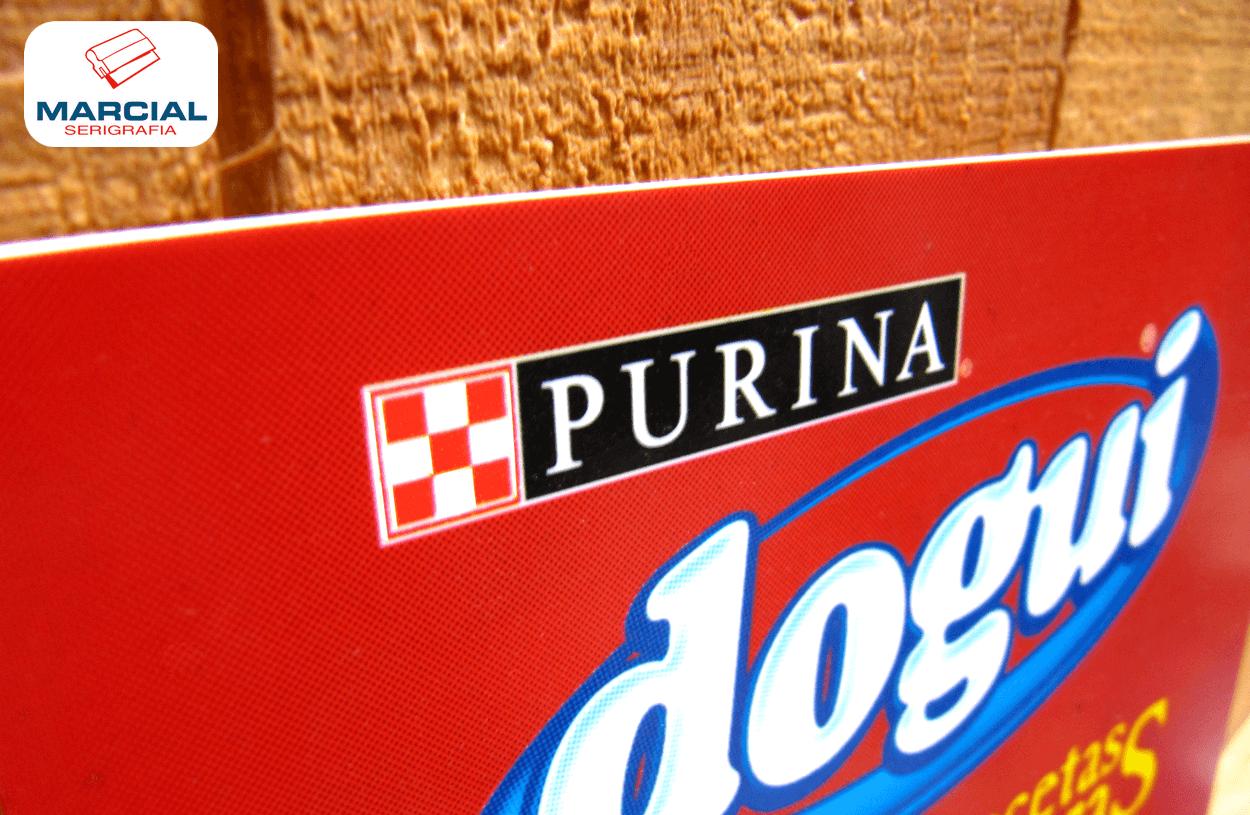"""Serigrafia cuatricromática sobre alto impacto de 1.5 mm de espesor de la empresa Purina y su producto """"Dogui"""" impreso x Marcial Serigrafia, en nuestro taller de Capital Federal."""