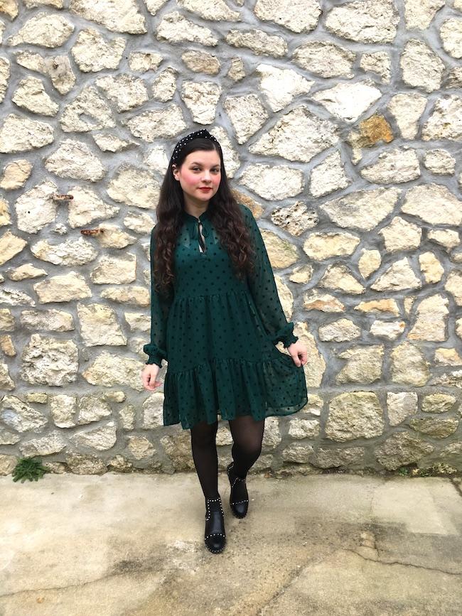 Looks en robe verte à pois : 2 façons de la porter