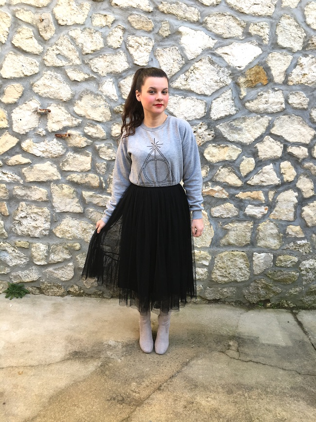 look-sweat-gris-harry-potter-jupe-tutu-noire-cuissardes-grises-blog-mode-la-rochelle