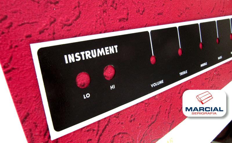 Serigrafía sobre chapa horneada impresa a 1 color para Lhc amps. Impreso en nuestro taller.