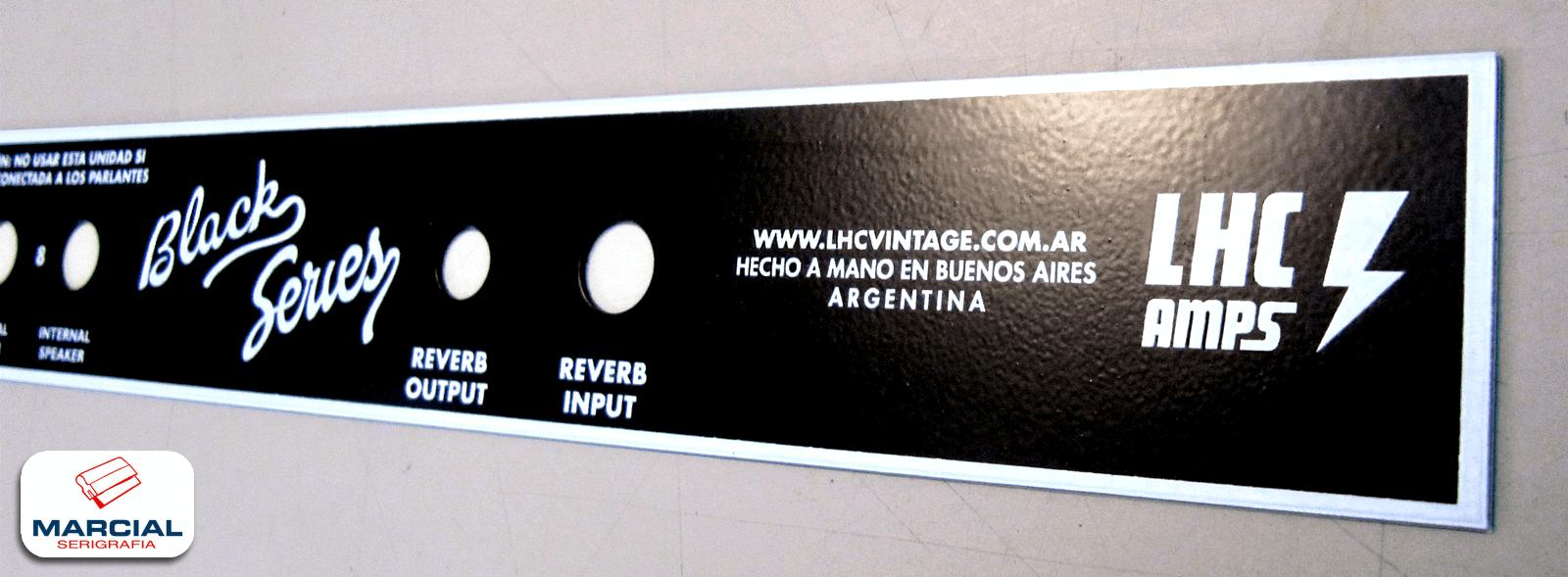 Impresión serigráfica a 1 color sobre chapa esmaltada para la fábrica de amplis LHC Amps. Impreso por Marcial Serigrafía.