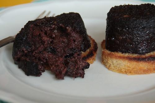 Gegrilde Boudin noir (zwarte pens, bloedworst) zonder vel...