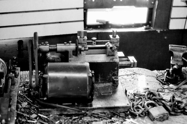 Colección Artes y Oficios.  Antigüa máquina de cerrajero (Nikon F2 IMG_20200308_0015)