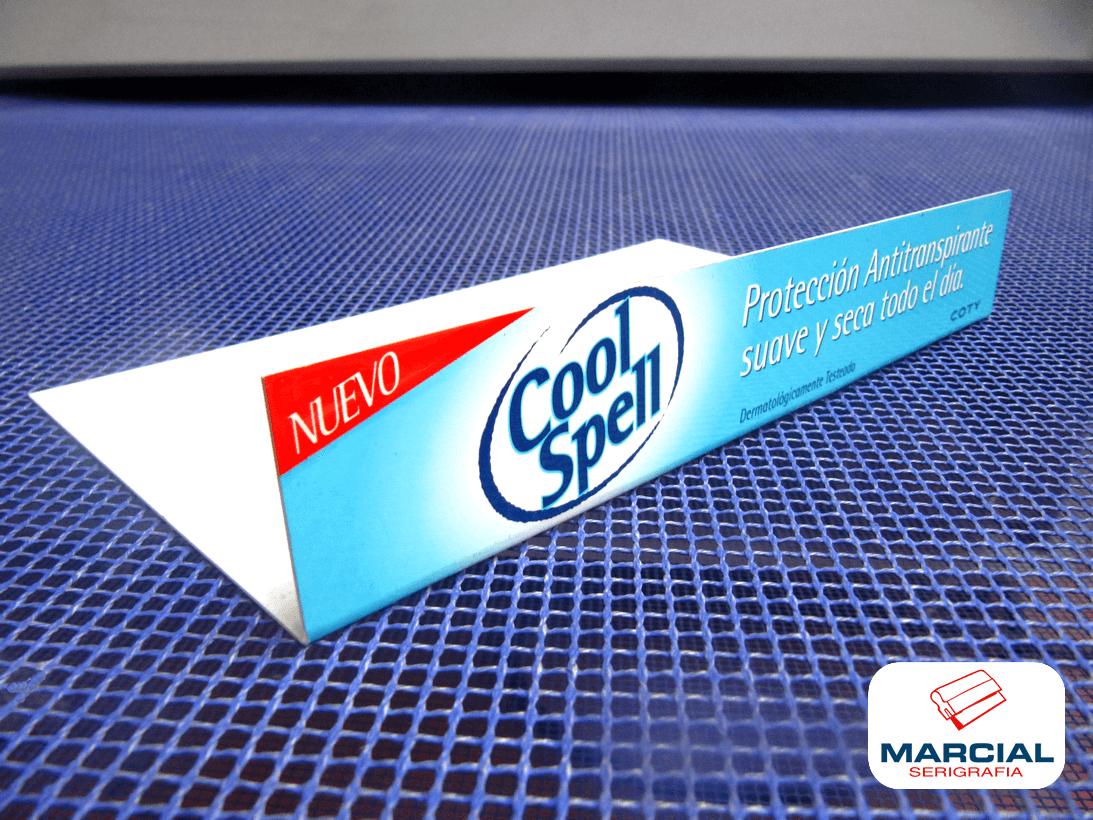 Impresion serigráfica sobre alto impacto de 0.8 mm de espesor e impreso a 3 colores tramados + 1 color especial + barnizado (Laqueado). Trabajo impreso por Marcial Serigrafía.