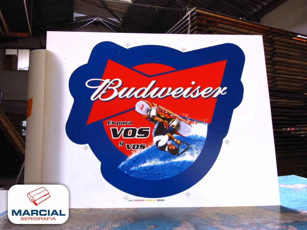 "Impresión Backlight sobre pai alto impacto de ""Cerveza Budweiser"" hecho a 4 colores de cuatricromía para transiluminar, por Marcial Serigrafía."