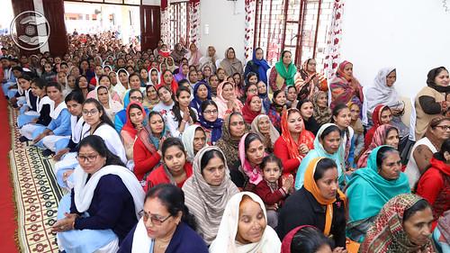 Devotees enjoying holy glimpses