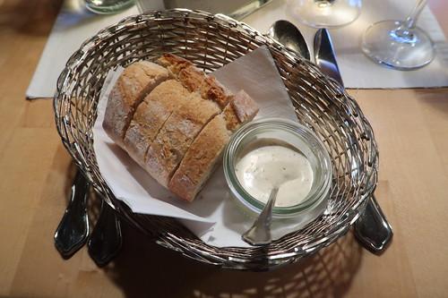 Baguette mit Kräuterdip (als Gruß aus der Küche)