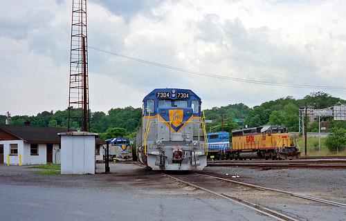 delawarehudson kenwoodyard albanyny dh emd gp382 dh7304 train railfan railroad