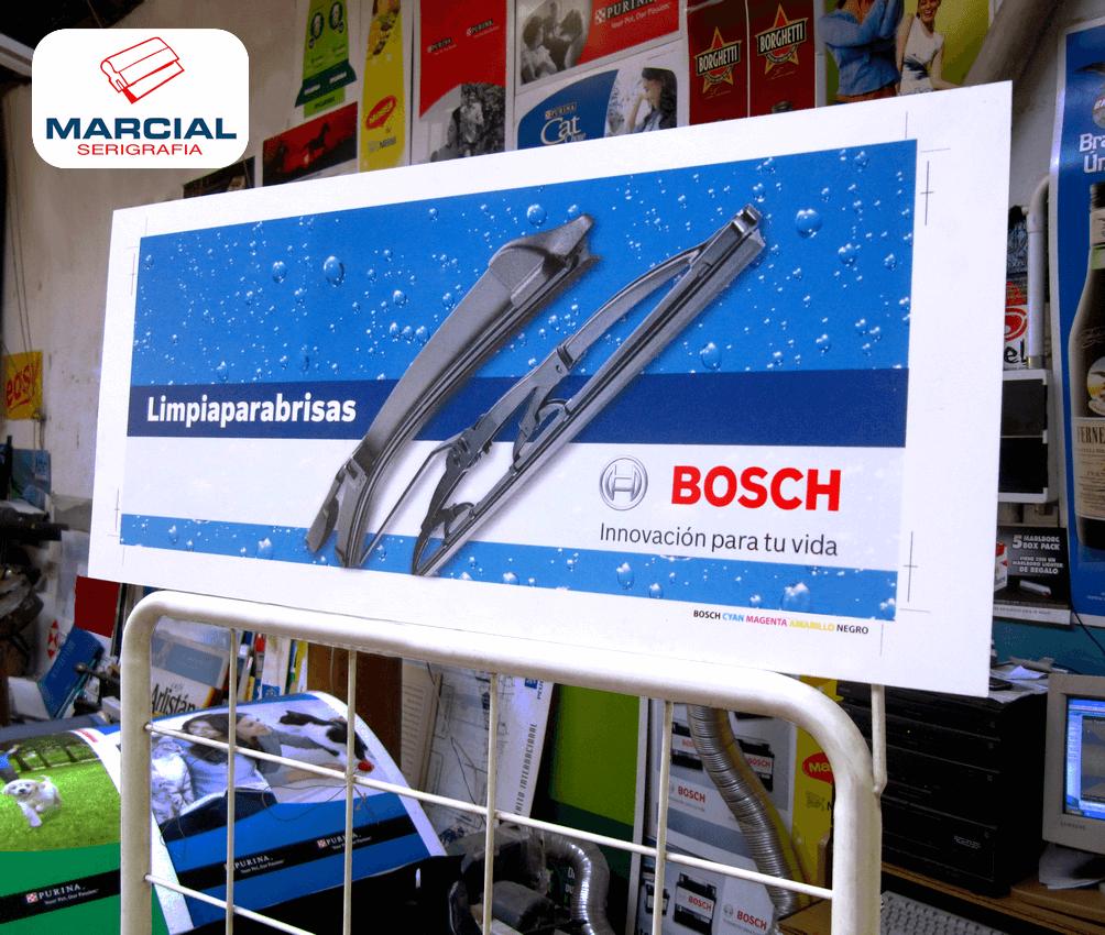 Cartel exhibidor impreso en cuatricromía de la marca Bosch, realizado por Marcial Serigrafía.