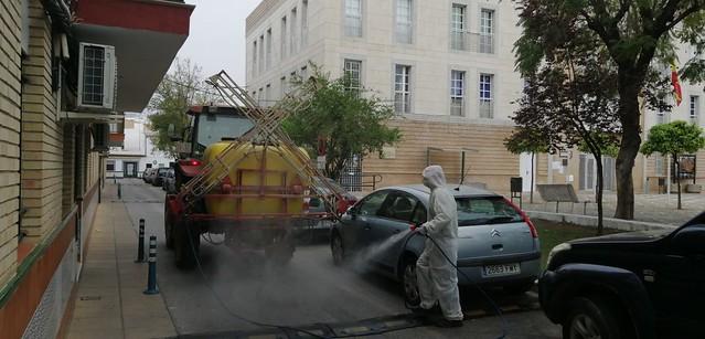 Masiva desinfección del viario en Los Palacios y Vfca