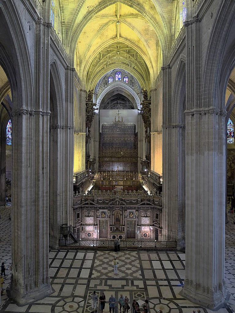 Catedral_de_Sevilla._Nave_central