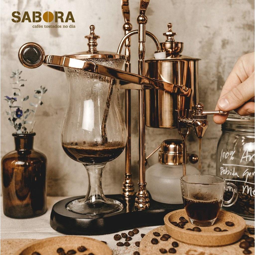 Cafeteira e cunca de café en cristal