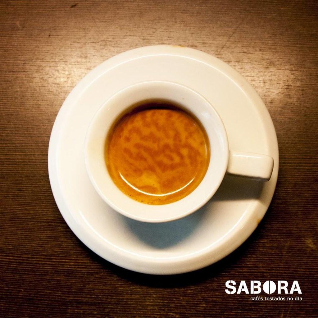 Cunca pequena con café expreso
