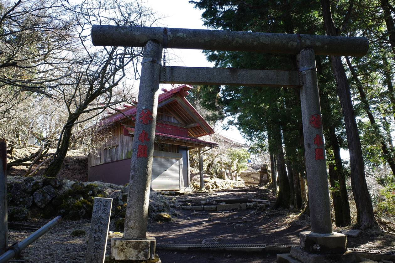 丹沢・大山山頂の鳥居