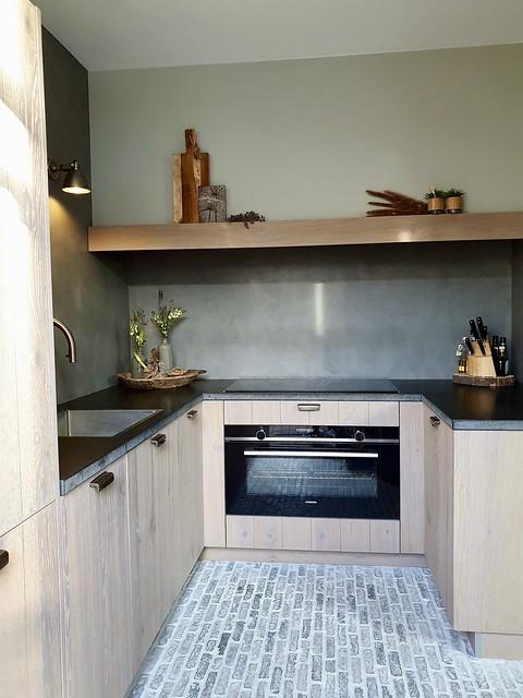Landelijke keuken u-vorm waaltjesvloer