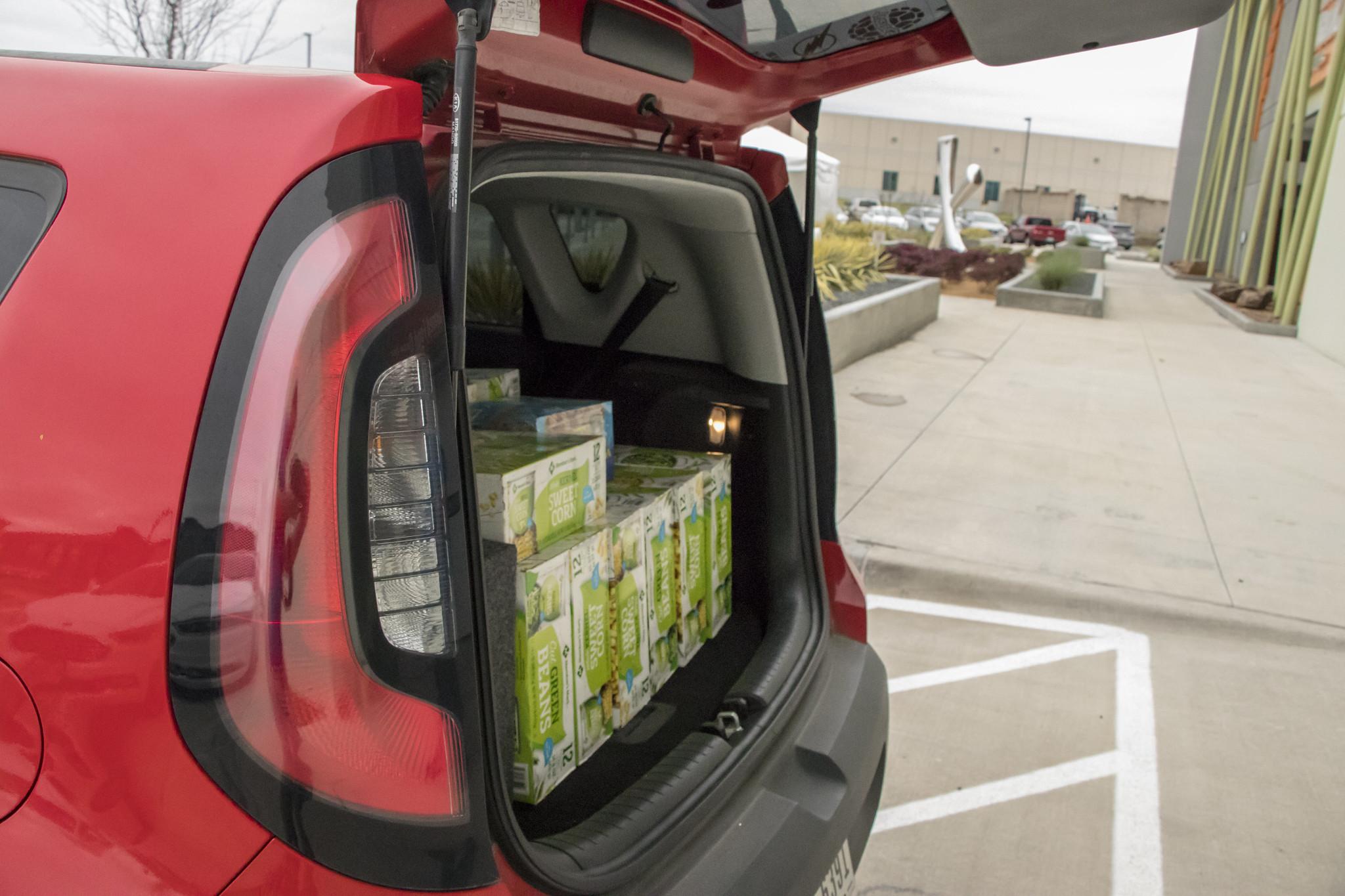 2020-03 - LAN - 09 - Food Drive - 00010