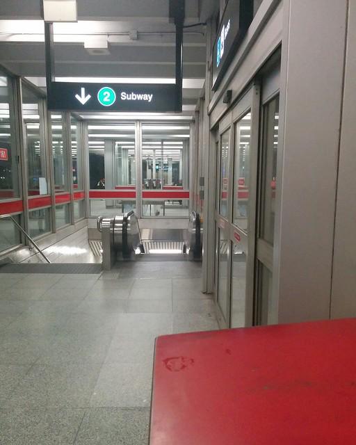 Downwards? #toronto #ttc #subway #ossingtonstation #ossington #line2 #coronavirustoronto #latergram
