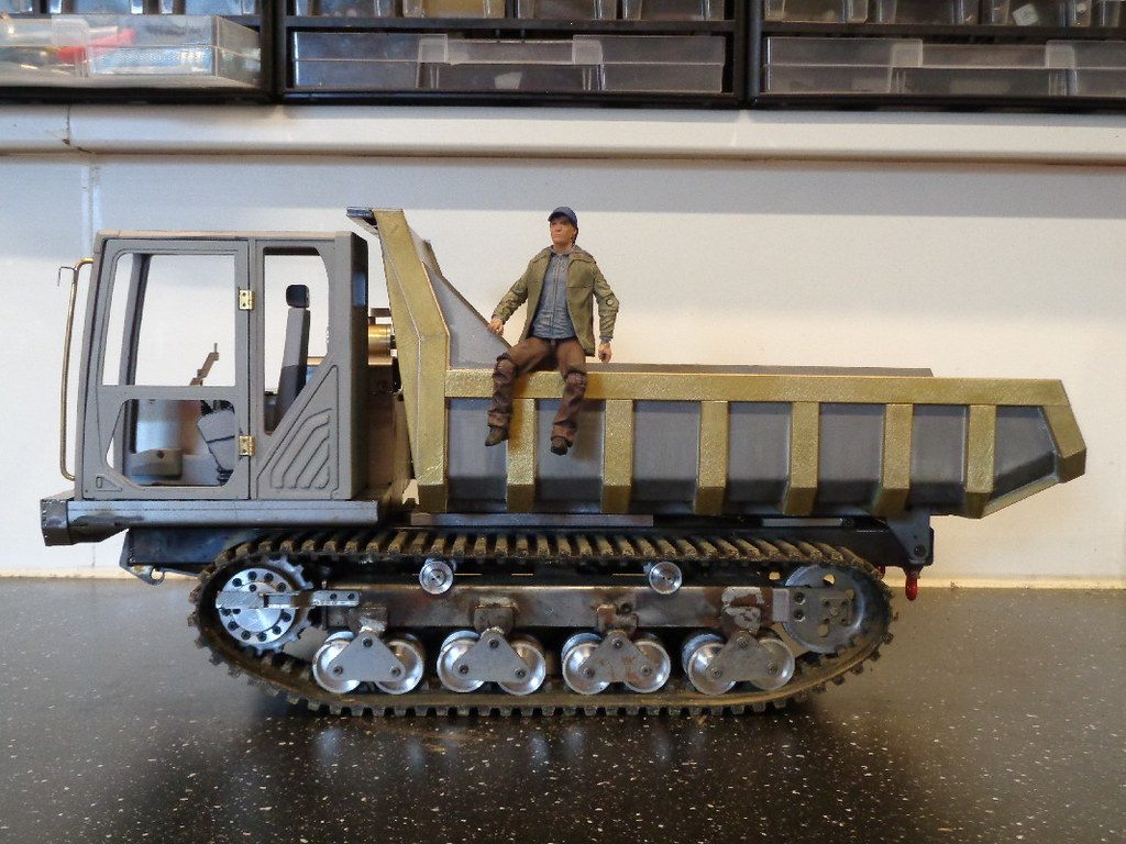 Camion à benne chenillé MOROOKA 49680650436_80b56f0896_b