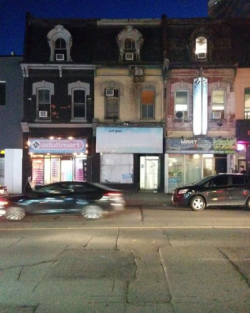 Streetscape #toronto #yongeandwellesley #evening #streetscape #twilight #blue #yongestreet #coronavirustoronto #latergram